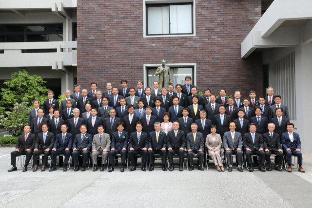 県議会集合写真